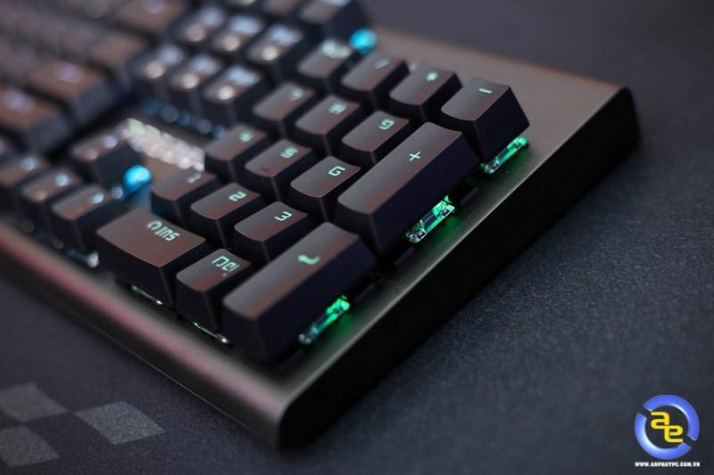 Geezer GS2 RGB với switch đính nổi trên bề mặt phím